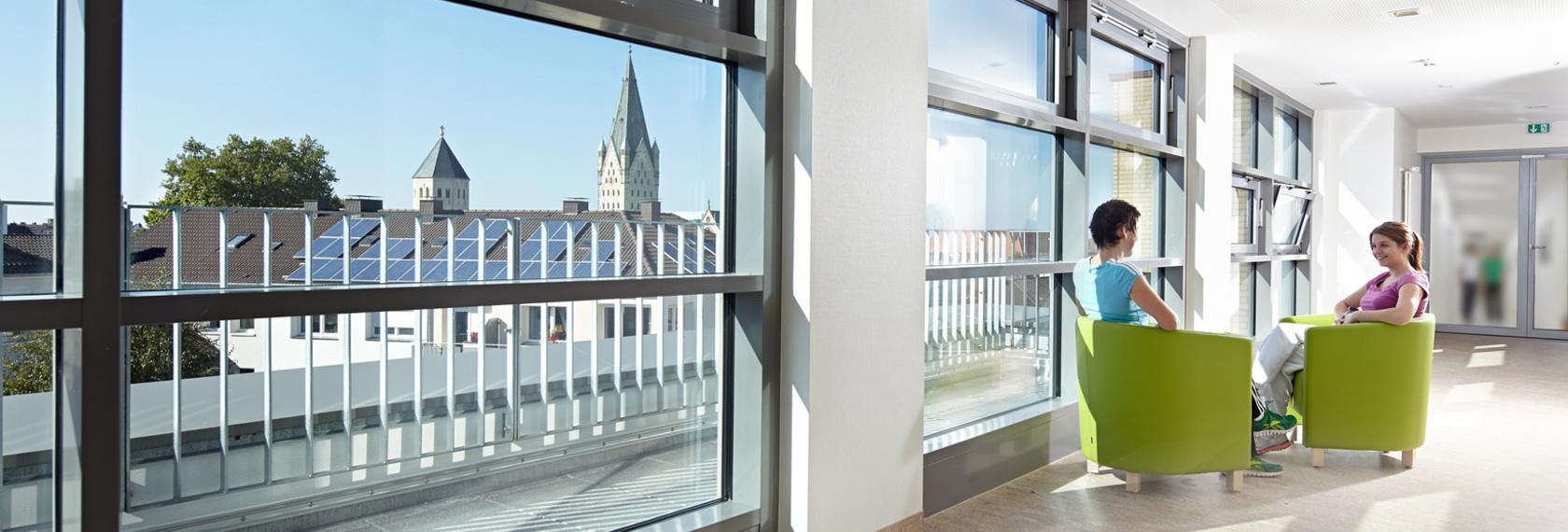 Von der Wahlleistungsstation des Neubaus erhalten Patienten und Besucher eine schöne Aussicht auf den Paderborner Dom