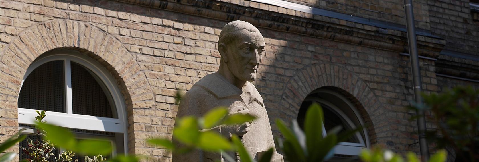 Statue des Hl. Vincenz von Paul