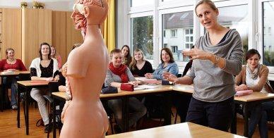 Unterricht in der Hebammenschule